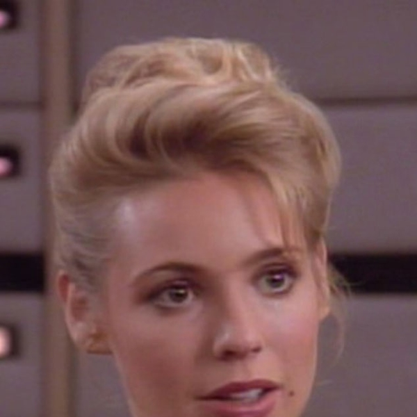 amanda rogers olivia d 39 abo from star trek 39 s sexiest aliens e news. Black Bedroom Furniture Sets. Home Design Ideas