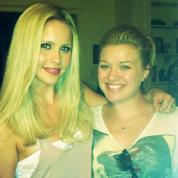Kelly Clarkson Visits The Vampire Diaries Set: Is She A
