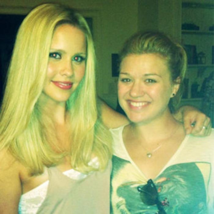 Claire Holt, Kelly Clarkson, Twit Pic