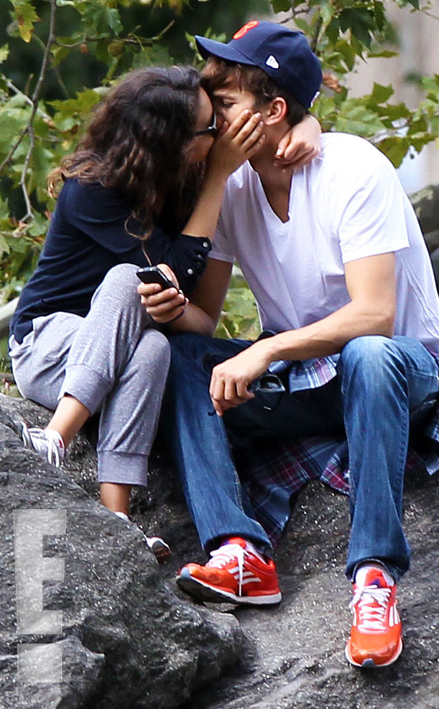 Photo 217082 from ashton kutcher mila kunis pda in nyc for Activities for couples in nyc
