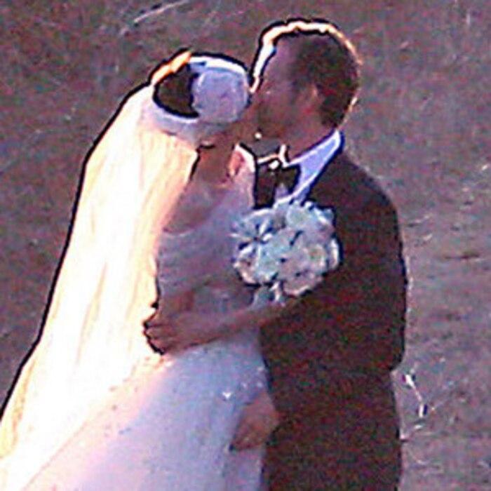 Anne hathaways wedding dress revealed first look at her custom anne hathaways wedding dress revealed first look at her custom valentino gown e news junglespirit Images