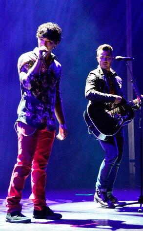 Joe Jonas, Kevin Jonas