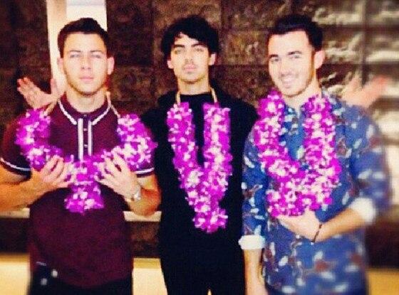 Married to Jonas, Twit Pics