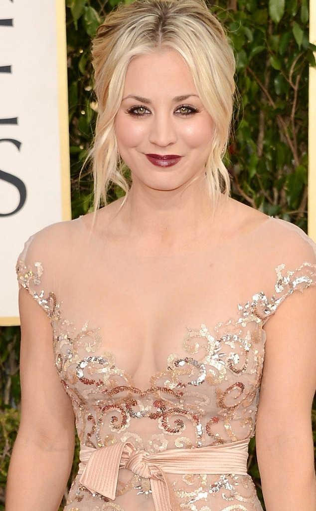 Kaley Cuoco, Cleavage