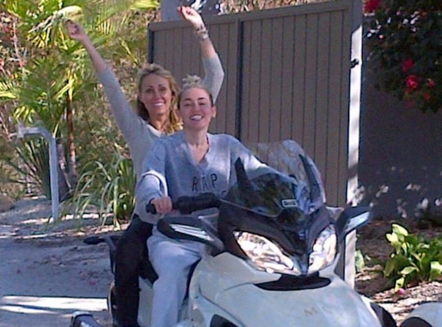 Billy Ray Cyrus Tweet, Miley Cyrus, Tish Cyrus, Bike