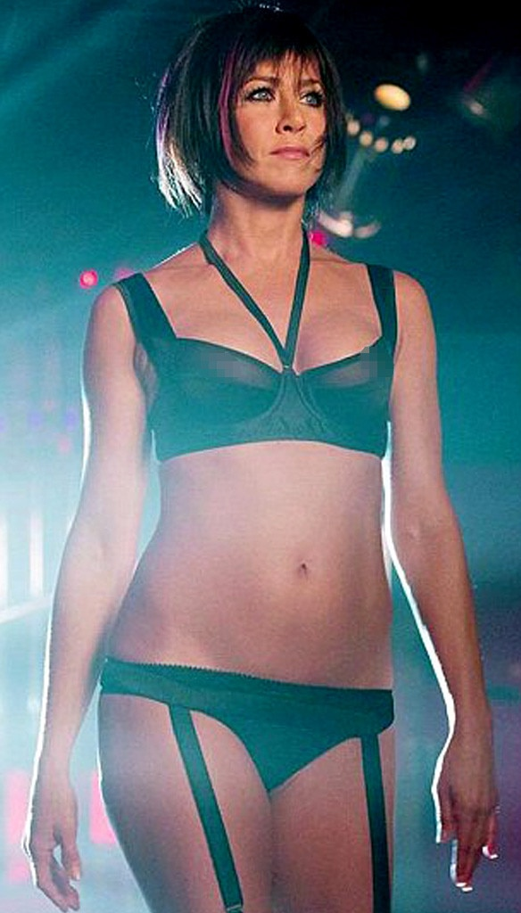 Jennifer Aniston Accidentally Flashes Both Nipples in We're the ...