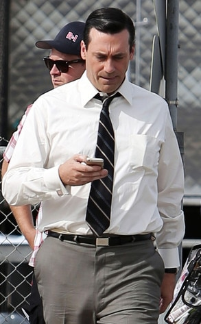Jon hamm appears to be going commando and skips underwear on mad men set again see the pic - Commando ropa interior ...