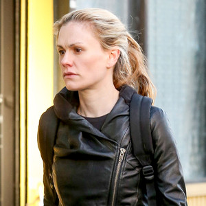Anna Paquin Skips Makeup For Stroll in New York—See the Pic! | E ...