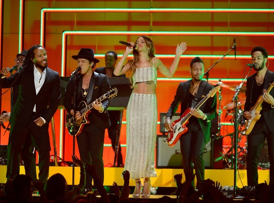 Ziggy Marley, Bruno Mars, Rihanna, Grammys, Performance