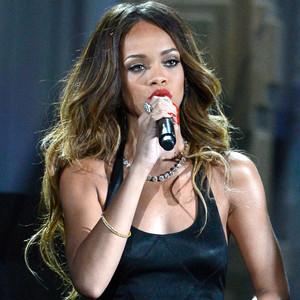 Rihanna, Grammys, Performance