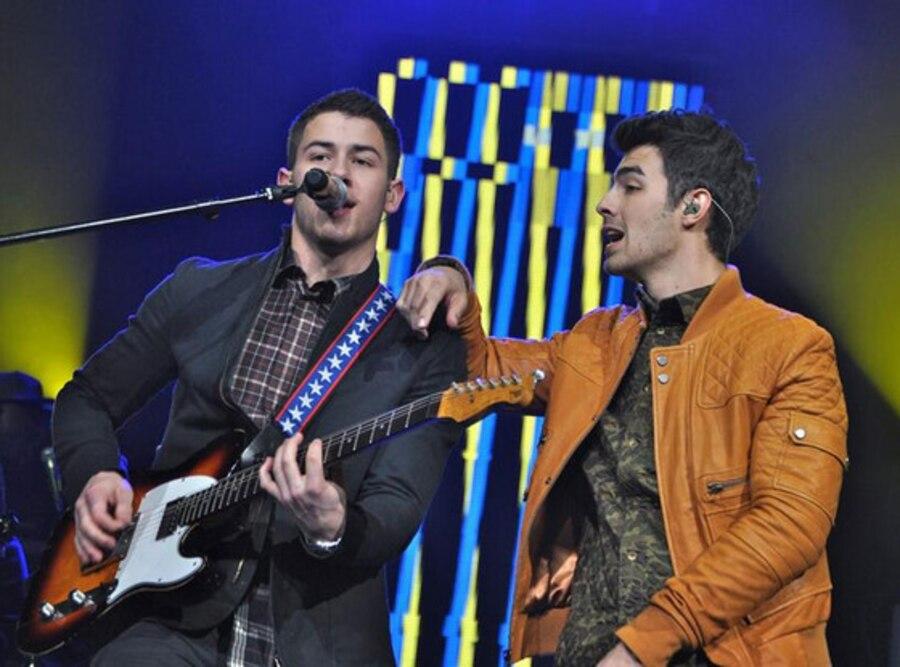 Nick Jonas, Joe Jonas, Kissmas