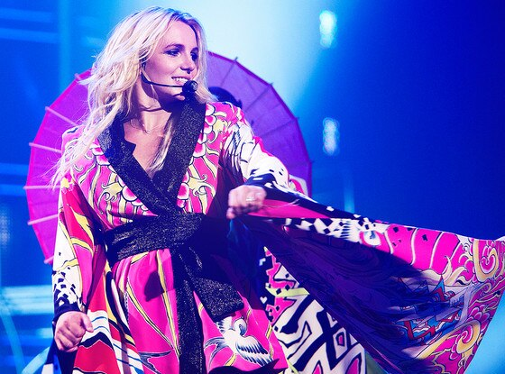 Britney Spears, Femme Fatale Tour