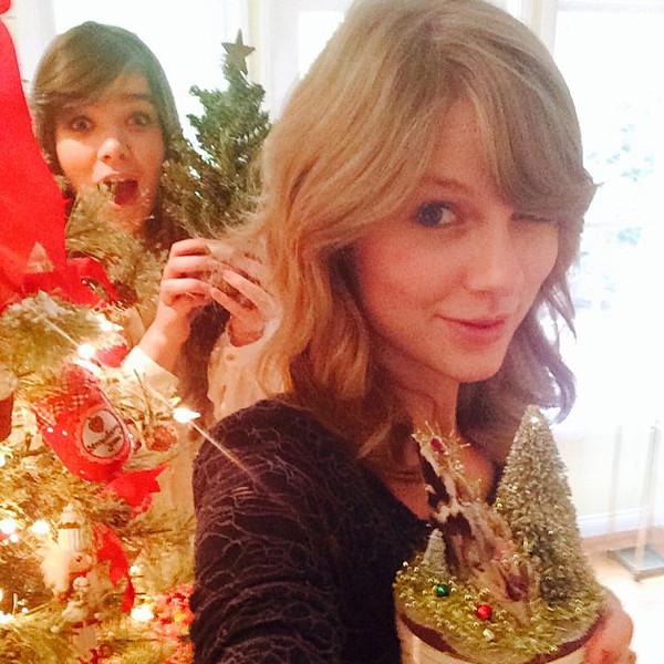 Taylor Swift, Hailee Steinfeld, Christmas, Instagram