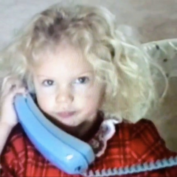 taylor swift shares adorable throwback christmas video of her 4 year old self take a look e news. Black Bedroom Furniture Sets. Home Design Ideas