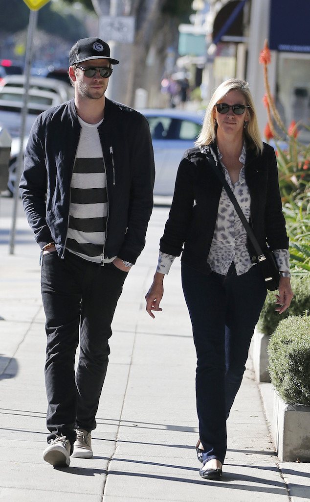 Liam Hemsworth, Mother, Leonie