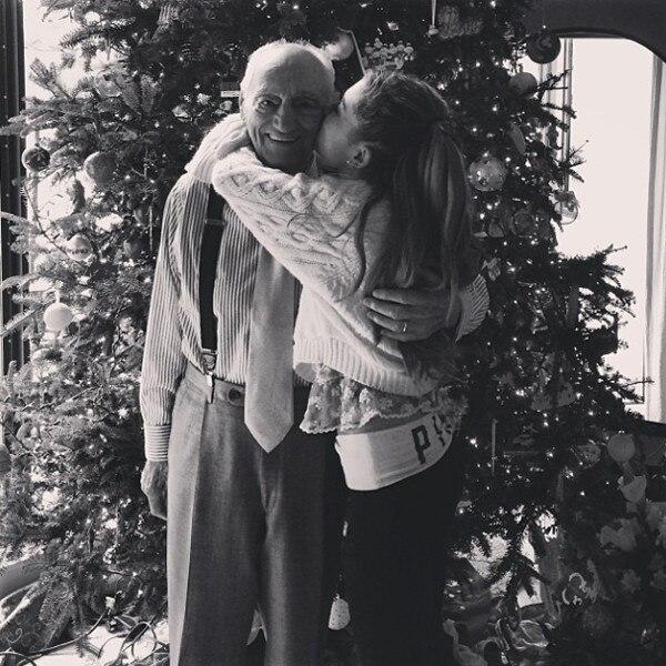 Adriana Grande, Christmas Instagram
