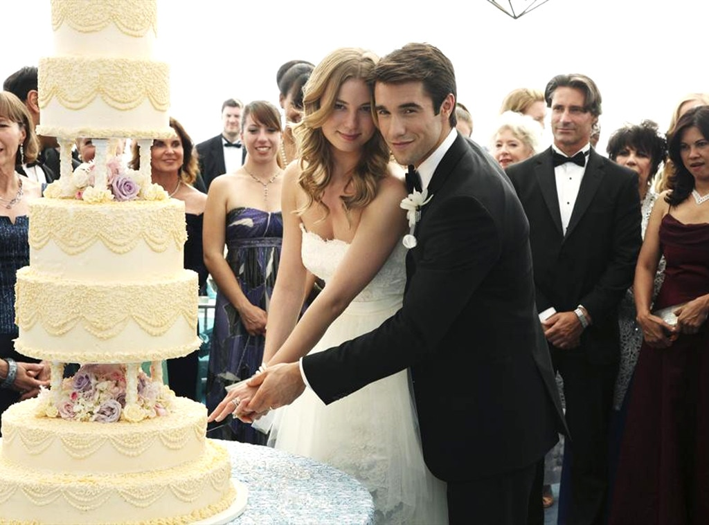 Emily Vancamp, Josh Brolin, Revenge, Wedding