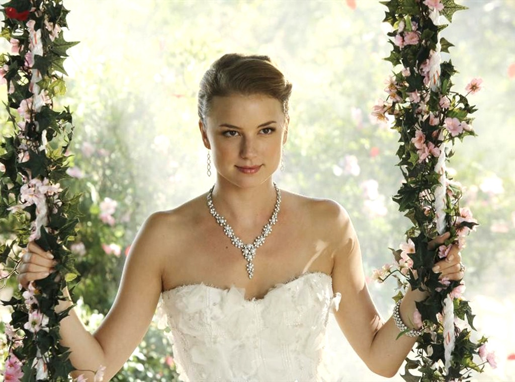 Emily Vancamp, Revenge, Wedding