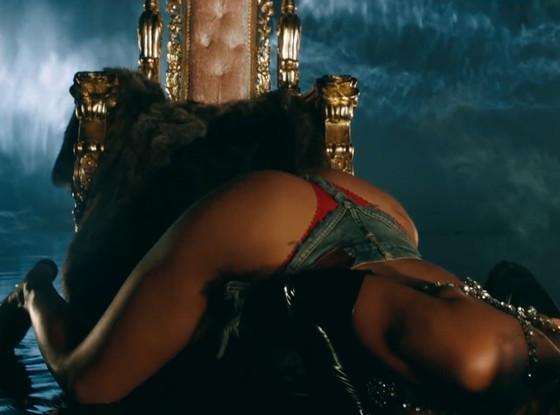 NasBank Blog: Rihanna Gets Naked For Pour It Up Video Teaser