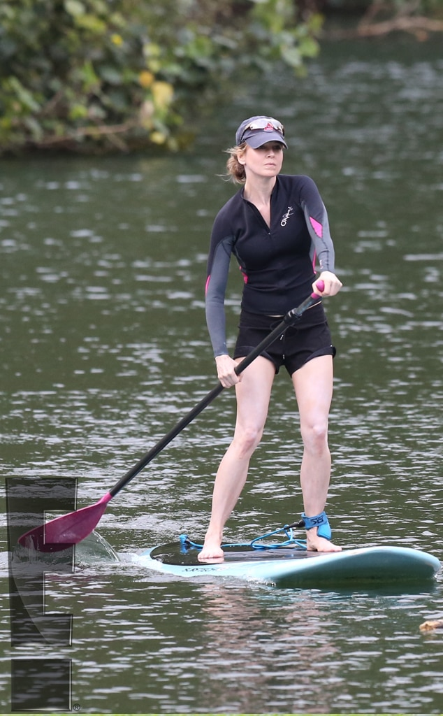 Renee Zellweger, Paddleboard