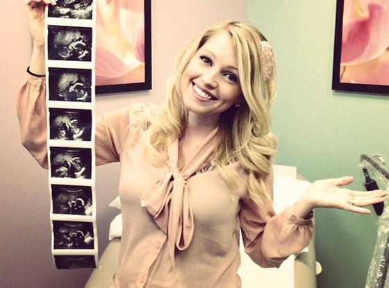 Britney Haynes, Twit Pic