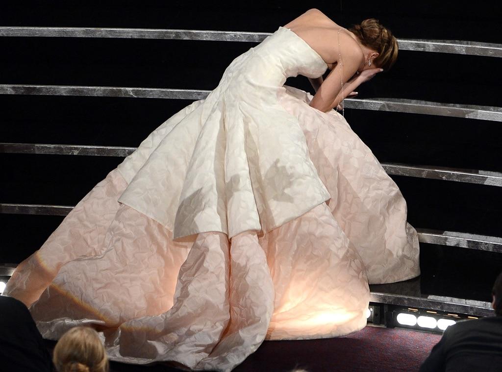 Jennifer Lawrence, Celebs Falling