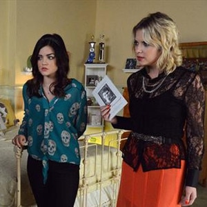 Pretty Little Liars, Lucy Hale, Ashley Benson