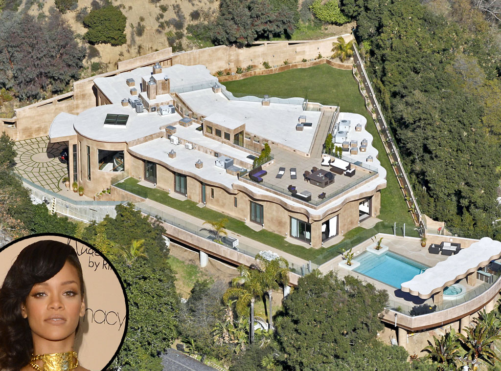 Rihanna from celebrity mega mansions e news for Super mega mansions