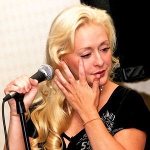 Mindy McCready, Crying