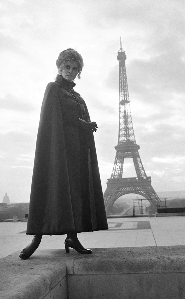 Raquel Welch , Eiffel Tower