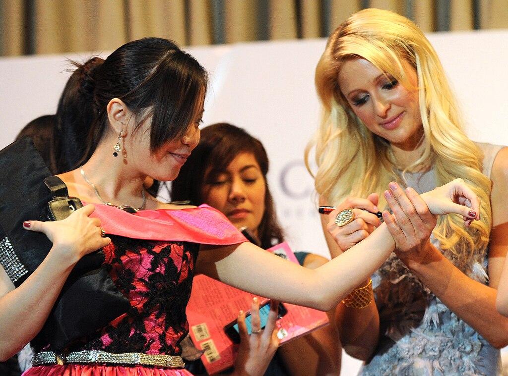 Paris Hilton, Autograph