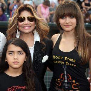 La Toya Jackson, Prince Michael Jackson II, Blanket, Paris Jackson