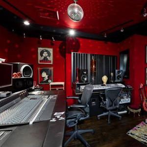 Christina Aguilera, Home