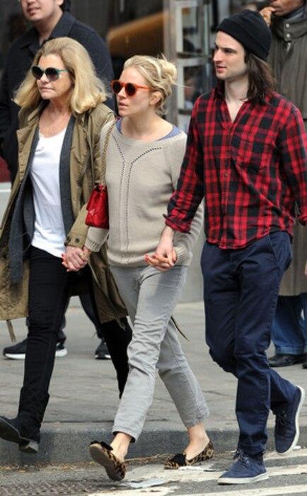 Sienna Miller, Tom Sturridge, Mother