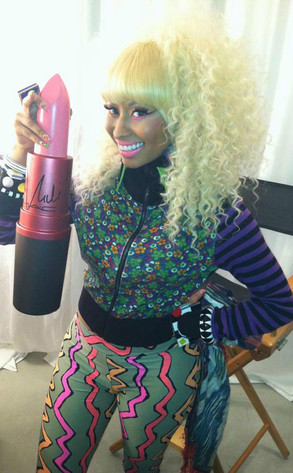 Nicki Minaj, MAC, Twit Pic