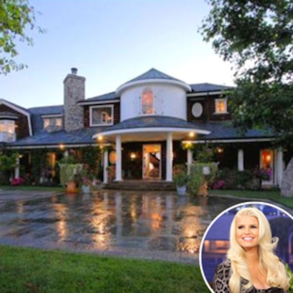 Pregnant Jessica Simpson and Family Moves Into Ozzy ...