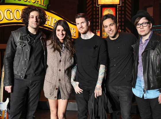 Joe Trohman, Shenae Grimes, Andy Hurley, Pete Wentz, Patrick Stump, Fall Out Boy, 90210