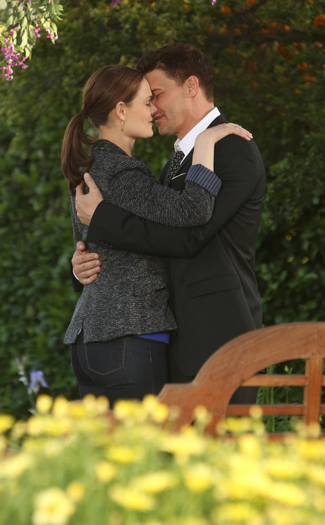 bones wedding surprise twist emily deschanels reallife