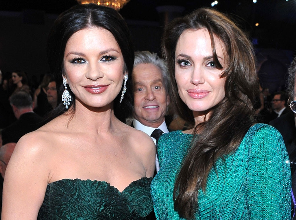 Catherine Zeta-Jones, Angelina Jolie, Michael Douglas, Photobomb