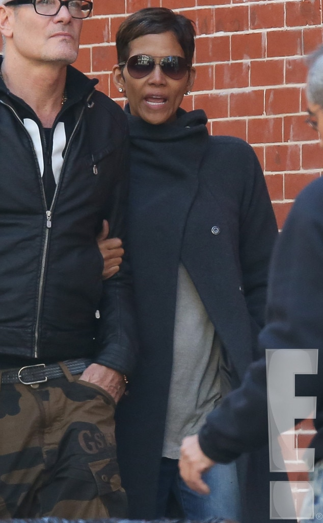 Halle Berry, Pregnant, Baby Bump