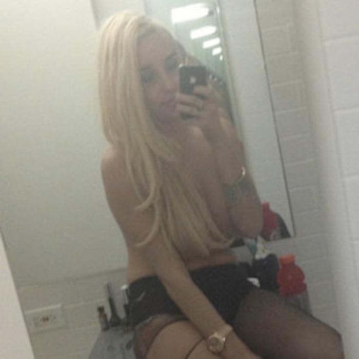 Amanda Bynes, Topless, Twitter
