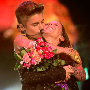 Justin Bieber Brings His Mom Onstage During Mother's Day Concert as Selena Gomez Confirms Breakup