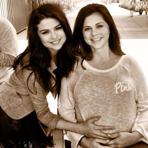 Selena Gomez's Pregnant Mom Expecting a Baby Girl!