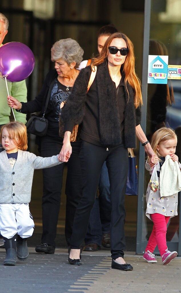 Angelina Jolie, Zahara Pitt, Knox Pitt, Vivienne Pitt