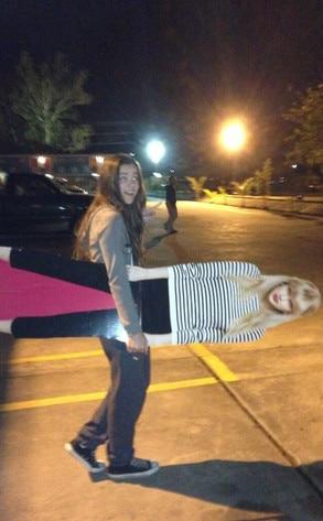 Hailee Steinfeld, Taylor Swift Cutout, Twit Pic