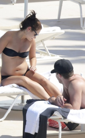 Shirtless Arrow Star Stephen Amell & Pregnant Wife Hang ...