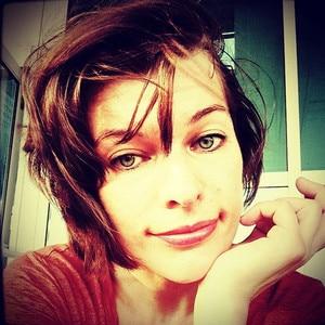 Milla Jovovich Gets A Layered Bob See The Pics E News