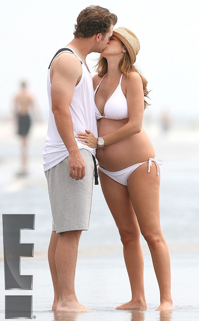 Jamie-Lynn Sigler with her husband Cutter Dykstra during her firsts pregnancy