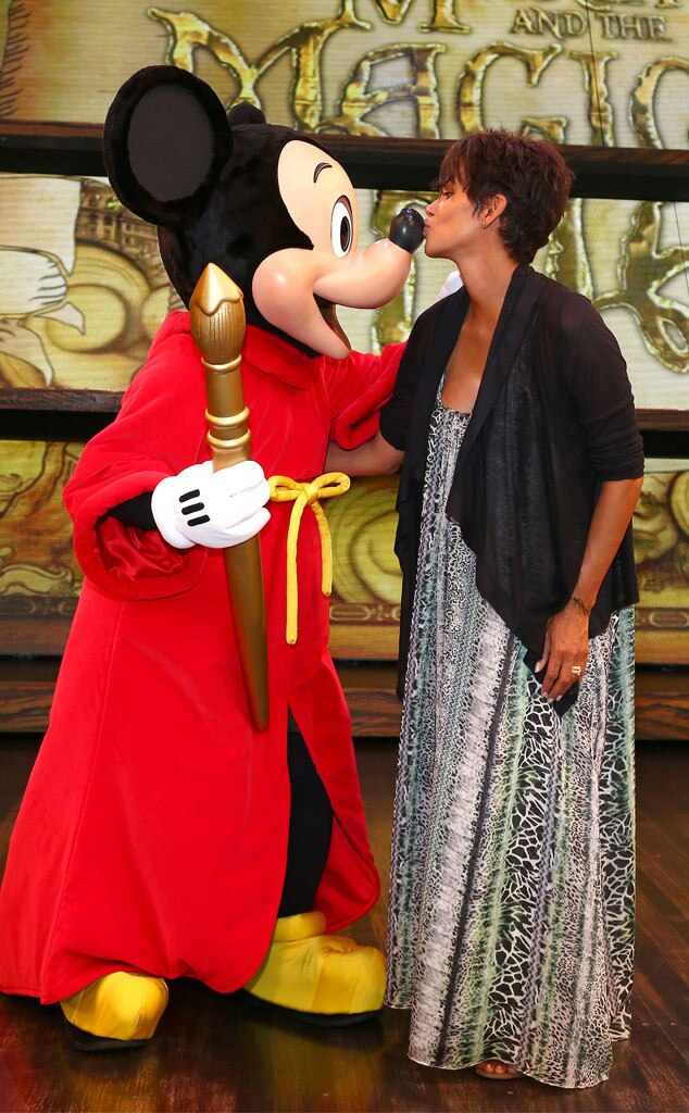 Halle Berry, Mickey Mouse, Disneyland