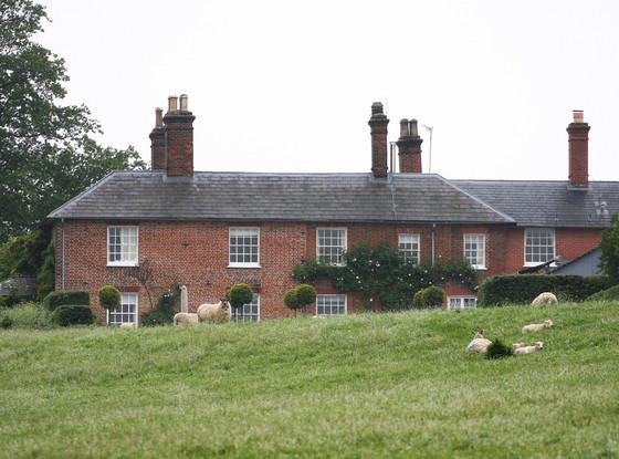 Bucklebury Manor, Rear View, Prince William, Kate Middleton, Duchess Catherine